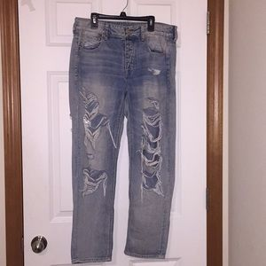American Eagle 🦅 Short Distressed Jeans
